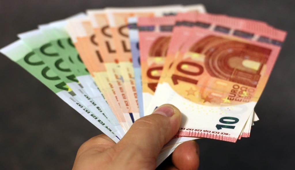 Stipendi,-dal-1°-Luglio-Stop-ai-contanti